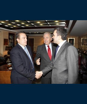Ε. Στυλιανίδη με τον Αντιπρόεδρο του κόμματος (AKP) του Ερντογάν Omer Celik